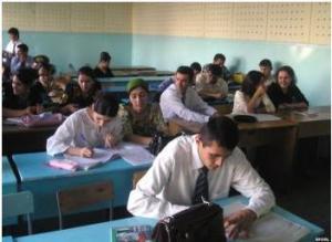 Tajik students, (c) Avesta.tj